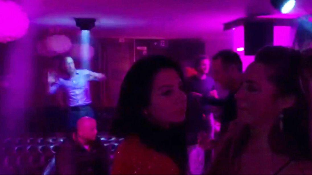 Prince William seen dancing in nightclub in Verbiers