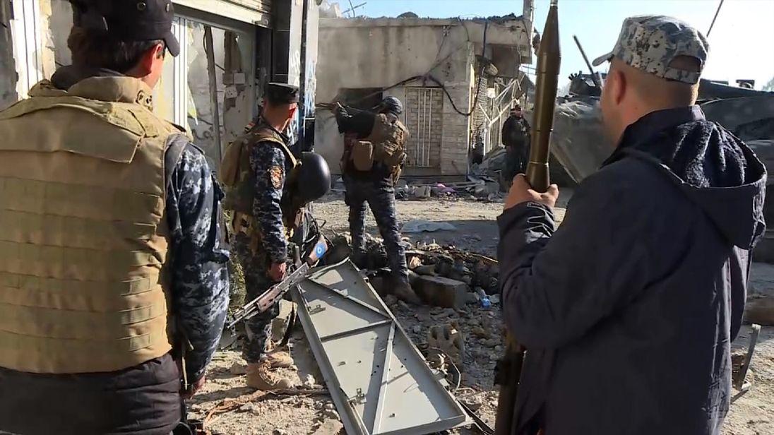 Iraqi soldiers in Mosul streets