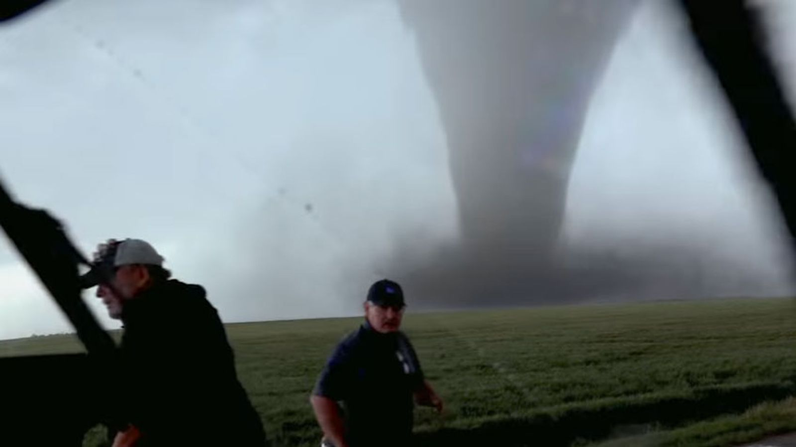 storm chasers tracking texas tornado killed in car crash