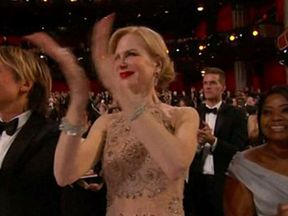 The actress was caught clapping in a strange way at the ceremony