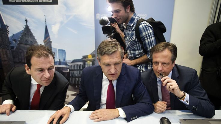 PvdA Party leader Lodewijk Asscher (L) and D66 Party leader Alexander Pechtold (R) help CDA Party leader Sybrand Buma (C)