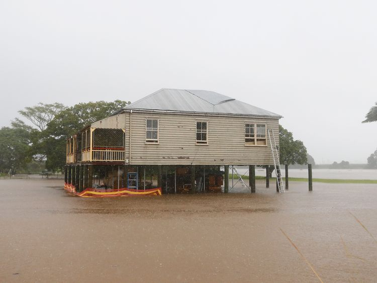 Houses threatened by flood waters in Murwillumbah