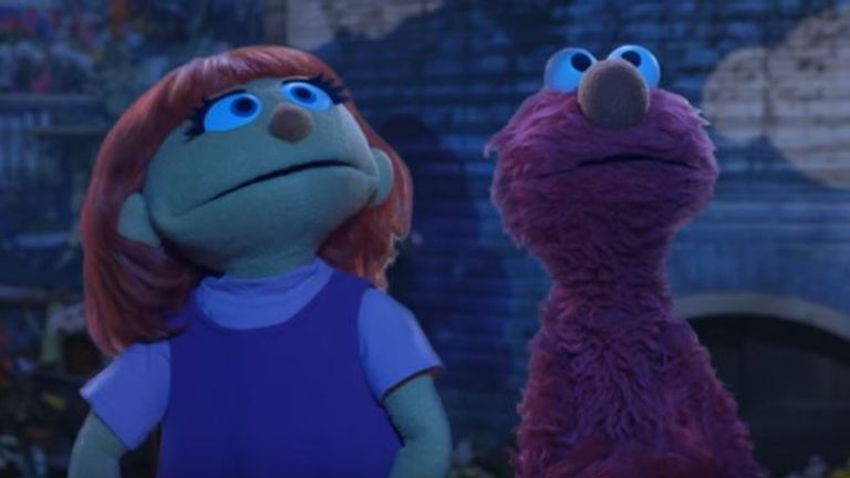 Julia can be seen alongside Elmo, singing Twinkle, Twinkle and gazing at the stars