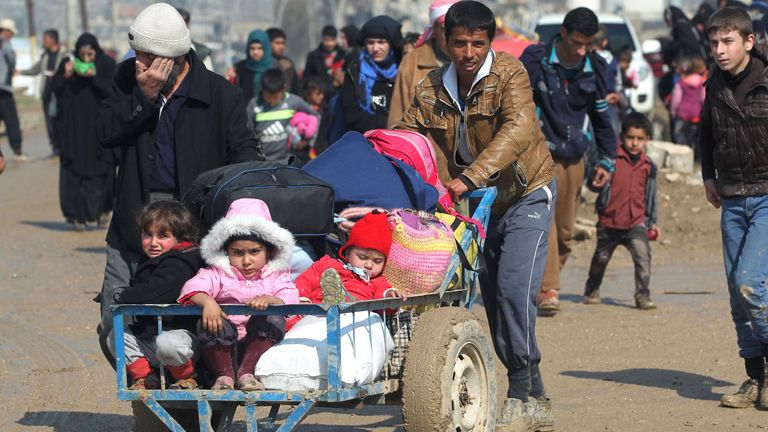 Displaced Iraqis from Mosul walk towards refugee camps on March 24, 2017, after fleeing their city during the government forces ongoing offensive to retake the city from Islamic State