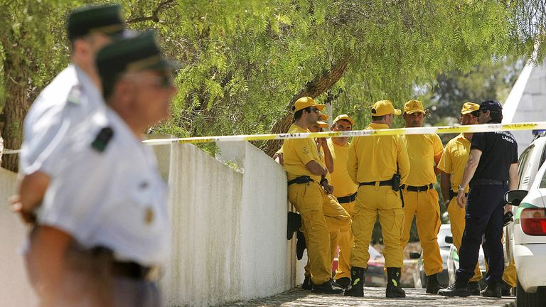 Police and forest rangers in Praia da Luz during the search in May 2007