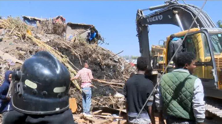Diggers begin a massive operation to recover bodies