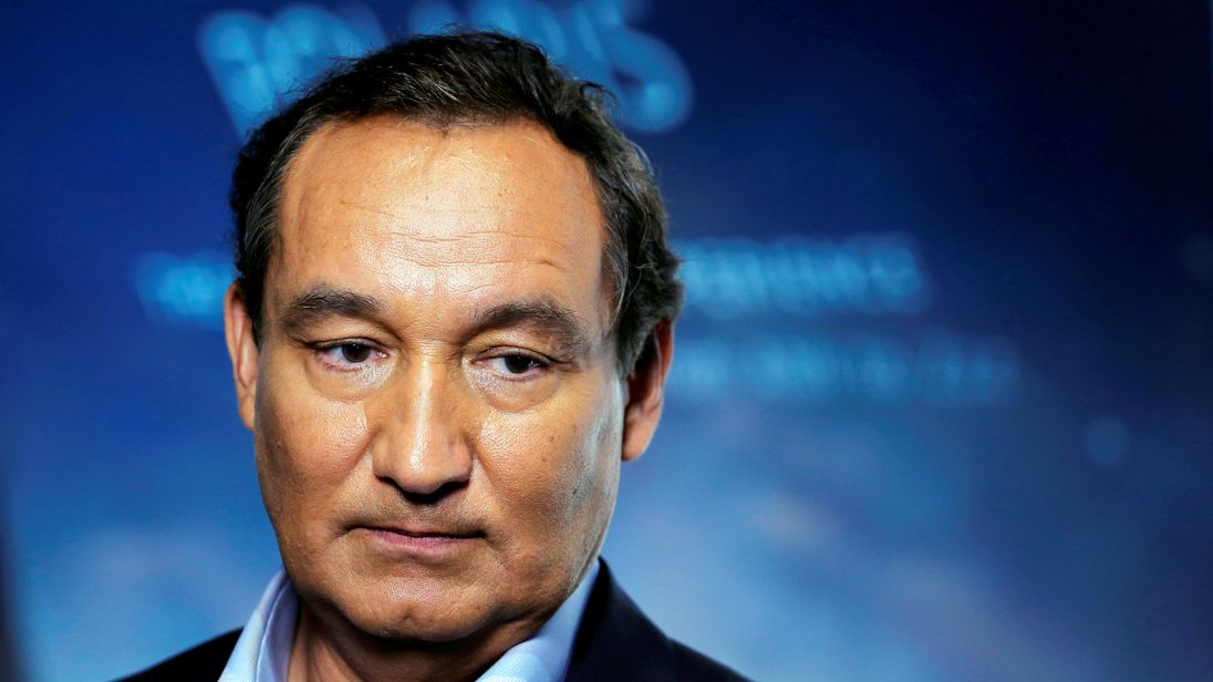 Oscar Munoz initially insisted the passenger's 'defiance' was to blame for his treatment
