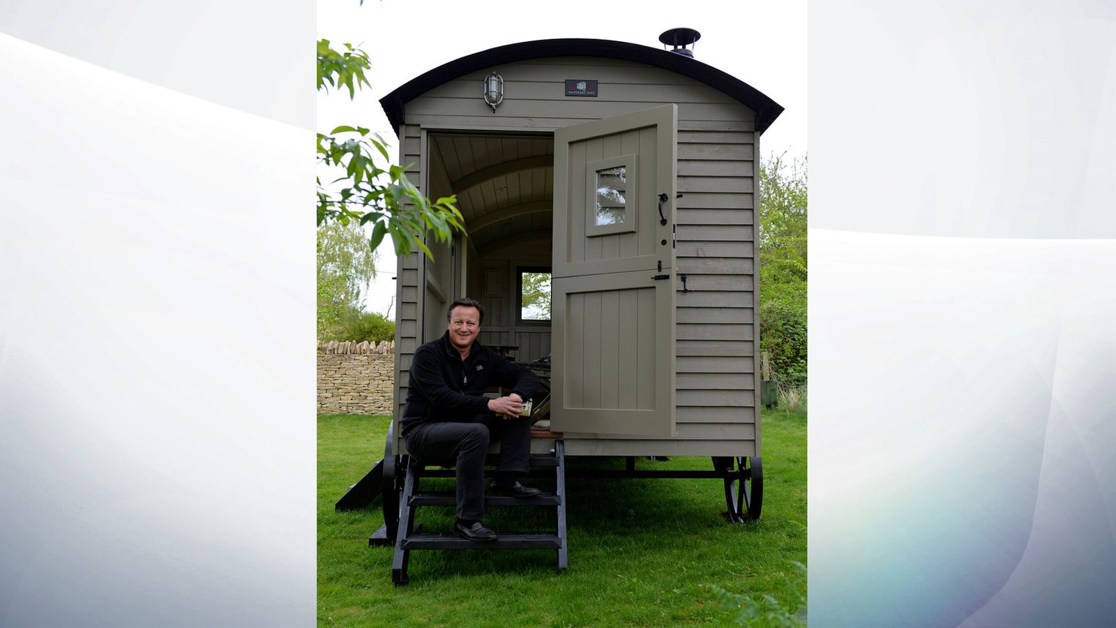 David Cameron Buys Luxury Hut For Writing But His Children