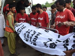 The body of a criminal convicted in Pakistan is moved after his execution