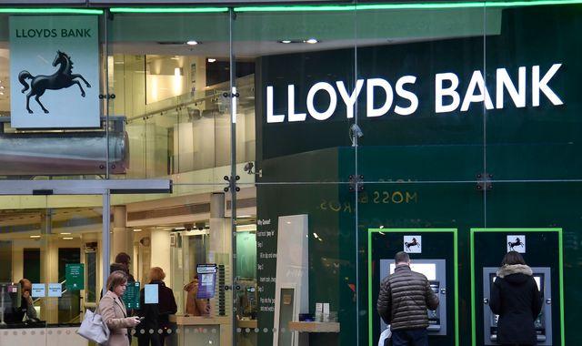 Technical Look - Lloyds Banking Group plc (LYG)