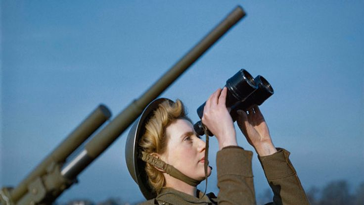 An Auxiliary Territorial Service (ATS) 'spotter' at a 3.7-inch anti-aircraft gun site, December 1942