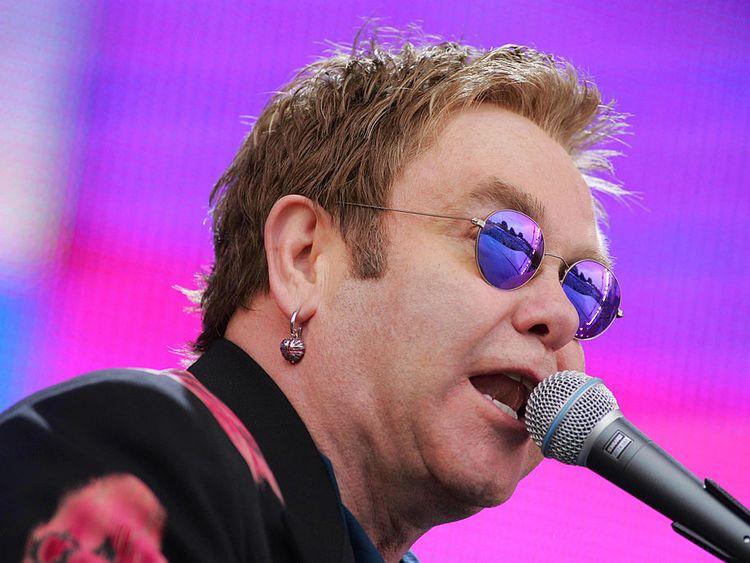 Sir Elton John to end touring - with 300-gig run