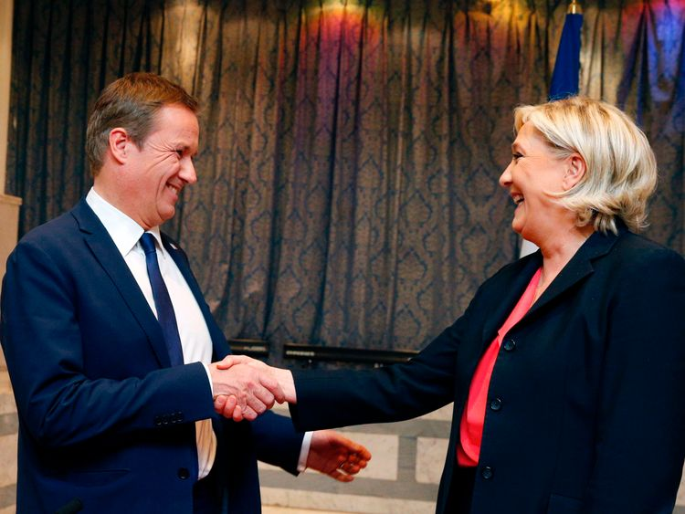 Nicolas Dupont-Aignan (L) and Marine Le Pen