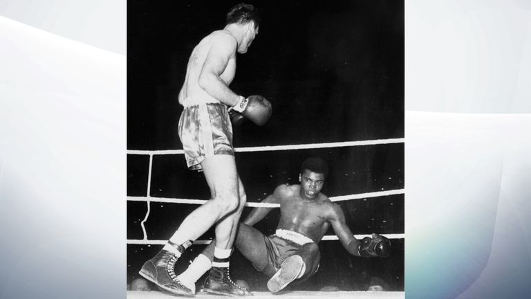 Henry Cooper knocks down Muhammed Ali