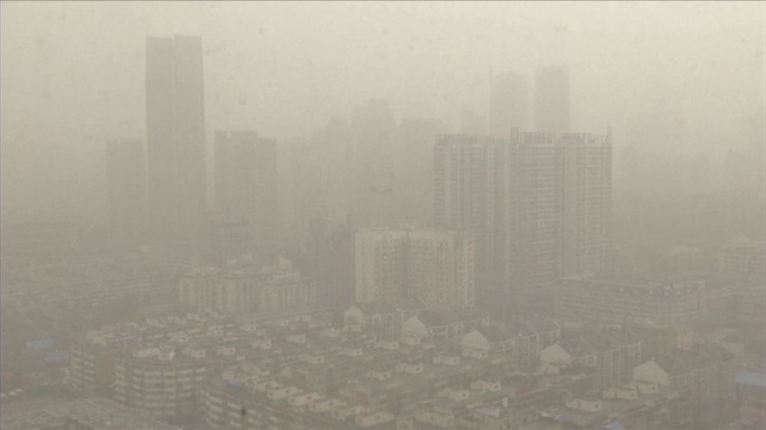 Sandstorm severely reduces visibility in Tianjin Municipality in China