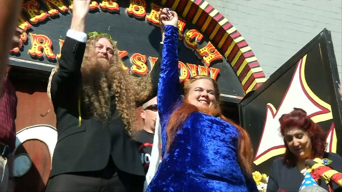 Craig Burlingame and bearded lady Jessica Holmstead tie the knot