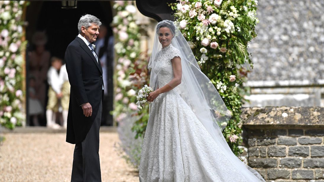 The story behind pippa middleton 39 s wedding dress for Wedding dress like pippa middleton