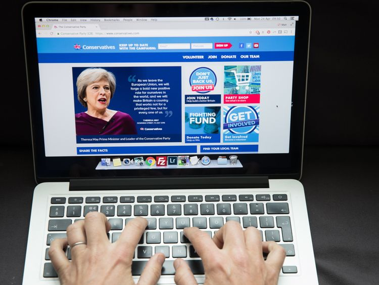Green backs tighter rules for online political propaganda