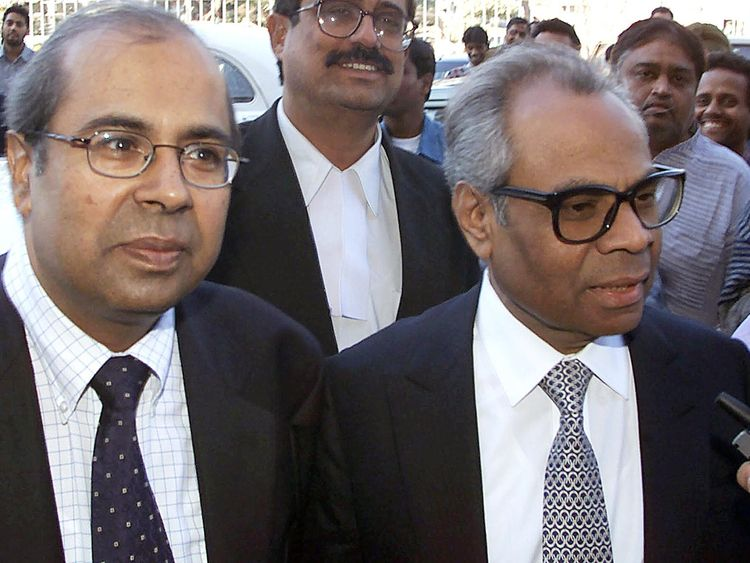 Two British-based brothers of billionaire Gopichand Hinduja (R) and Srichand Hinduja (L) arrive at New Delhi court 01 February 2001 for a hearing to seek permission to go abroad