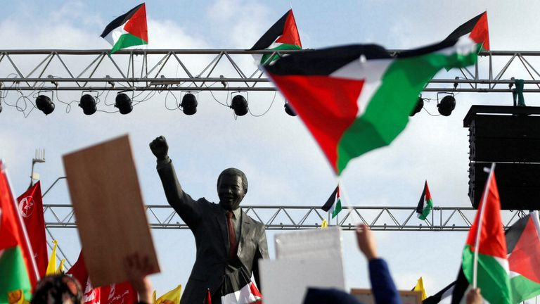 A Nelson Mandela statue at a rally in the West Bank in support of Palestinian prisoners on hunger strike