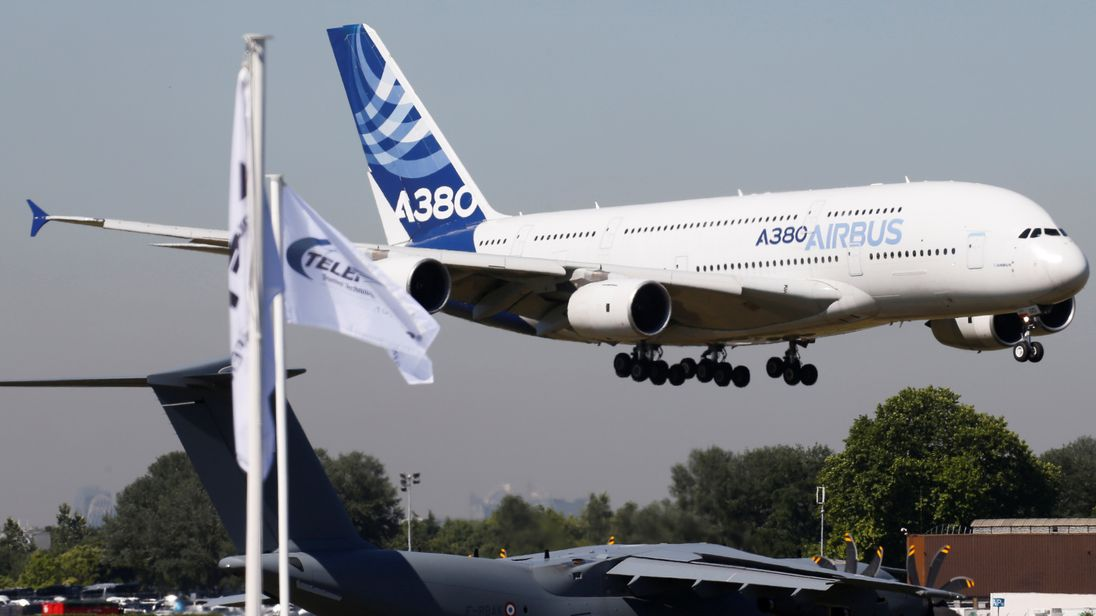 Emirates buys Airbus superjumbos in bid to salvage A380 program