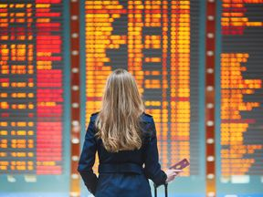 Young woman in international airport - Stock image