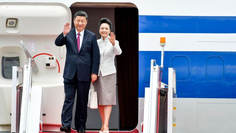 Chinese President Xi Jinping and first lady Peng Liyuan arrive in Hong Kong