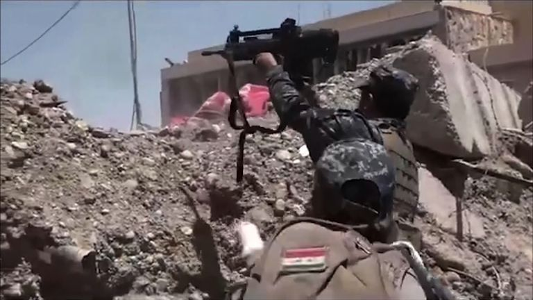 Iraqi forces battle IS in Mosul