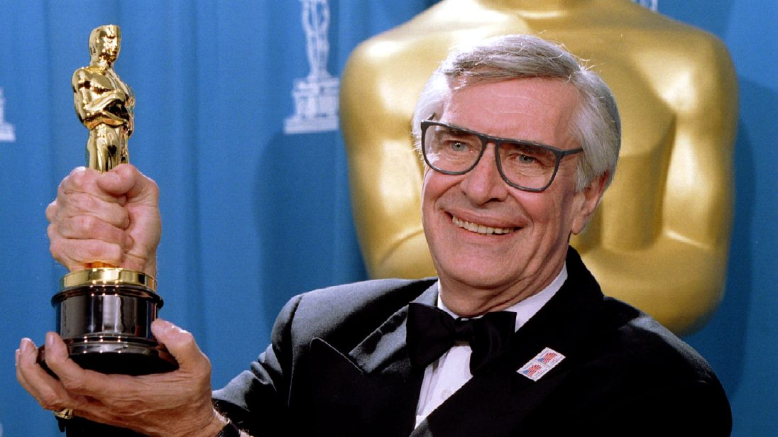 Martin Landau displays his Oscar for Best Supporting Actor