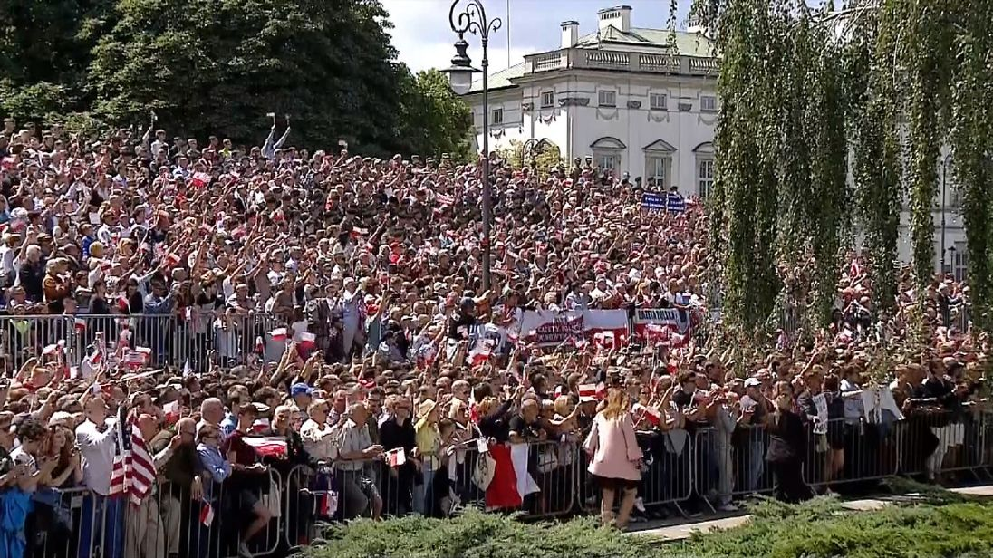 The crowd cheer Trump