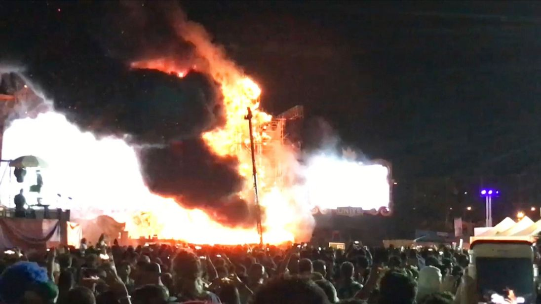 Fire engulfs the Tomorrowland stage. Pic credit: @AlexPrimLopez7