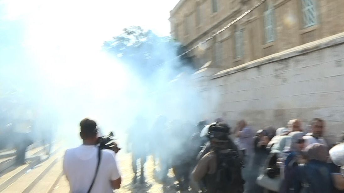 Stun grenades fired in Jerusalem as worshippers clash with police near al Aqsa mosque compound