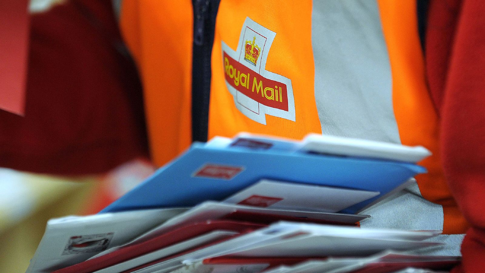 Royal Mail staff back national strike in pay and pension dispute