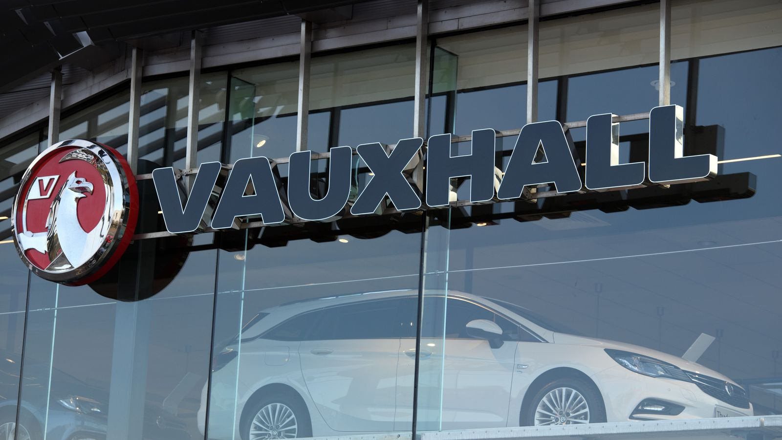 Vauxhall's owner and Fiat Chrysler agree $50bn merger deal - EpicNews