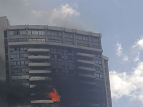 A tower on fire in Honolulu. Pic: @sarcasmnfitness