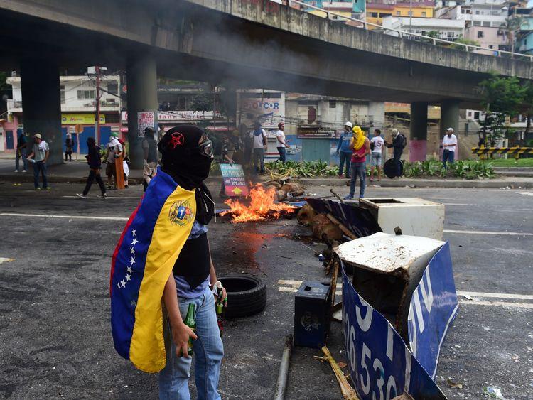 Anti-government activists set up barricades