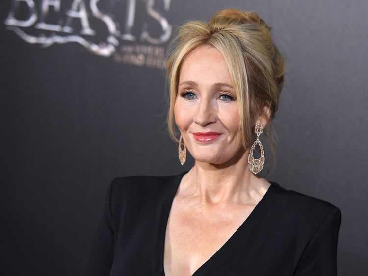 Author J.K. Rowling attends the 'Fantastic Beasts and Where to Find Them' World Premiere at Alice Tully Hall, Lincoln Center in New York on November 10, 2016. / AFP / ANGELA WEISS (Photo credit should read ANGELA WEISS/AFP/Getty Images)