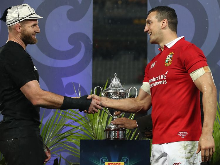 AUCKLAND, NEW ZEALAND - JULY 08: All Black captain Kieran Read and Lions captain Sam Warburton following the drawn Test match between the New Zealand All Blacks and the British & Irish Lions at Eden Park on July 8, 2017 in Auckland, New Zealand. (Photo by Phil Walter/Getty Images)