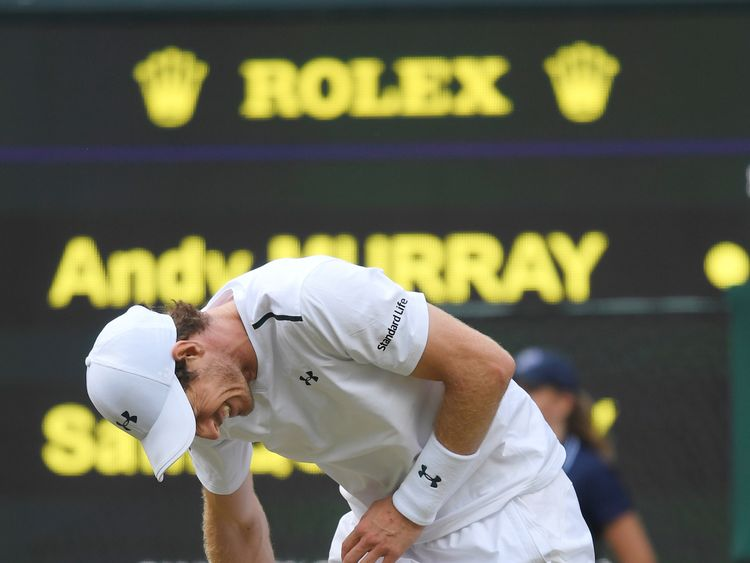 Murray grimaces in pain during his quarter final