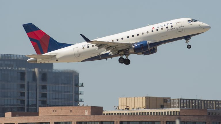 A Delta Connection Embraer ERJ-170 airplane takes off from Ronald Reagan Washington National Airport in Arlington, Virginia, August 15, 2016. / AFP / SAUL LOEB (Photo credit should read SAUL LOEB/AFP/Getty Images)