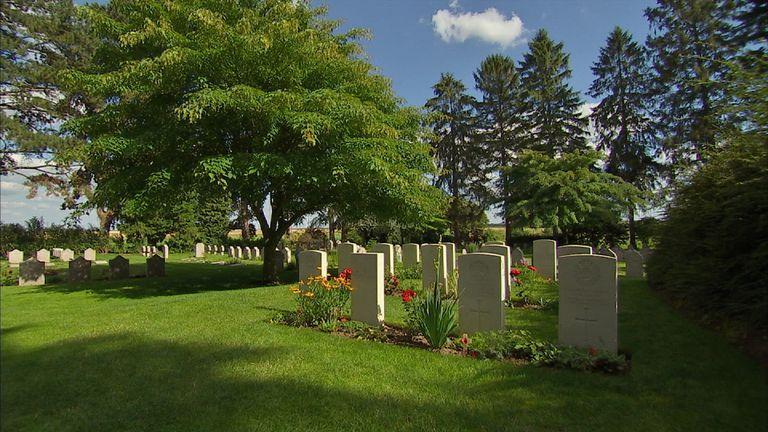 Saint Symphorien cemetery contains the graves of British WW1 dead