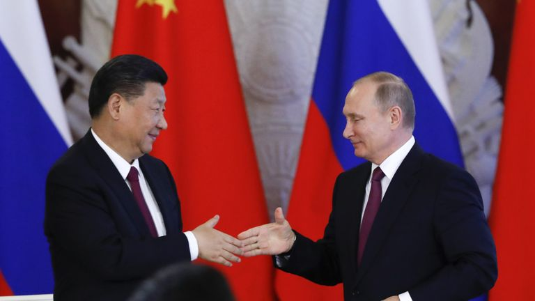 Russian President Vladimir Putin (R) and his Chinese counterpart Xi Jinping
