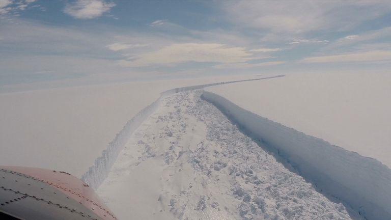 Massive ice shelf breaks away from Antarctic