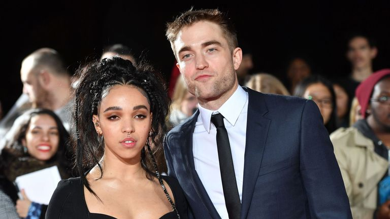 English actor Robert Pattinson and English singer Tahliah Debrett Barnett, also known as FKA Twigs, pose upon arrival at the UK premiere of the film 'The Lost City Of Z' at The British Museum in London on February 16, 2017. / AFP / Ben STANSALL (Photo credit should read BEN STANSALL/AFP/Getty Images)