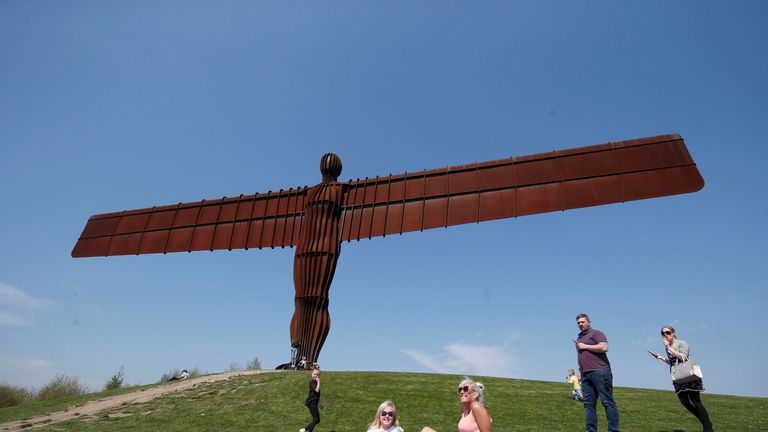 Antony Gormley's 1998 sculpture the Angel of the North has come fifth in a poll of the nation's favourite artwork