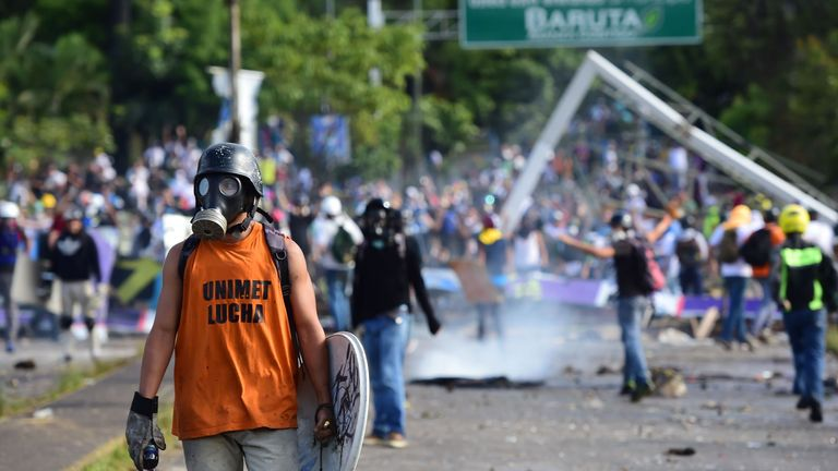 Anti-government activists clash with security forces during a protest against the elections for a Constituent Assembly proposed by Venezuelan President Nicolas Maduro, in Caracas on July 30, 2017