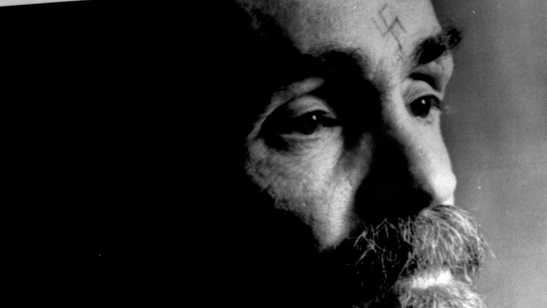 DATE IMPORTED:25 August, 1989Charles Manson talks during an interview August 25, 1989. Reuters/Calvin Hom CP