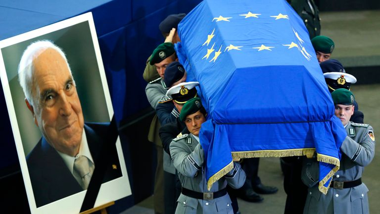 German soldiers carry the coffin of late former German Chancellor Helmut Kohl