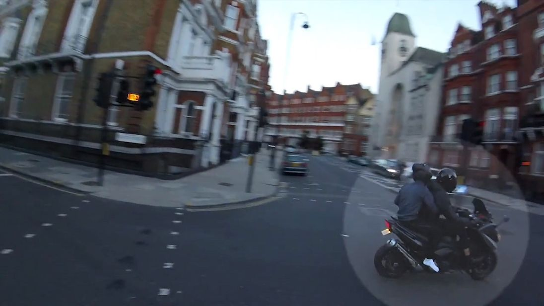 Two suspects hunted by police in an attempted robbery in Knightsbridge