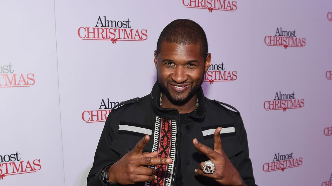 ATLANTA, GA - OCTOBER 26: Recording artist Usher Raymond attends 'Almost Christmas' Atlanta screening at Regal Cinemas Atlantic Station Stadium 16 on October 26, 2016 in Atlanta, Georgia. (Photo by Paras Griffin/Getty Images for Universal Pictures)